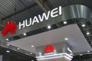 Huawei to showcase world's 1st smartphone-driven car