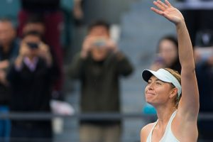 Sharapova eases into Shenzhen semi-finals