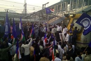 Bollywood celebs condemn Mumbai shutdown