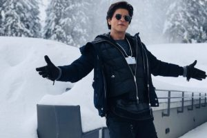 Shah Rukh Khan takes photo with his signature pose in Switzerland
