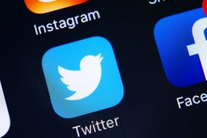 Facebook, Twitter not affecting face-to-face contact with friends