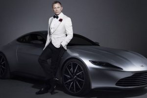 Daniel Craig to auction his own '007' Aston Martin