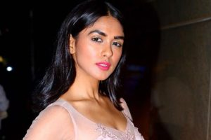 'Super 30': Mrunal Thakur to make her debut opposite Hrithik Roshan