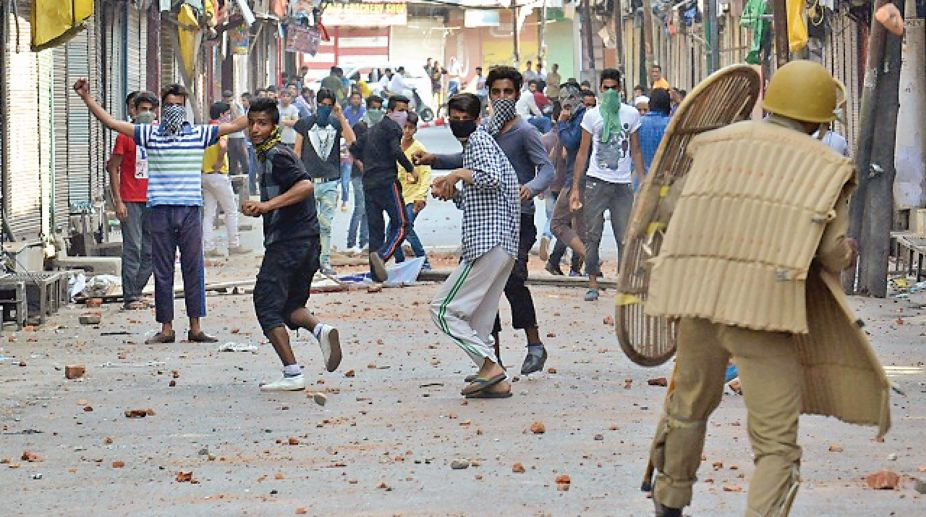 security forces, J-k clashes, Stone pelting, Civilian injured