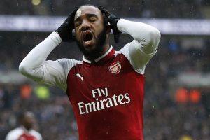 Arsenal striker undergoes knee surgery
