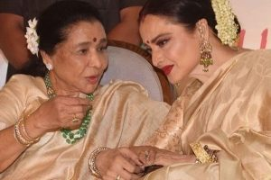 Watch: Rekha, Asha Bhosle's reunion will melt your heart