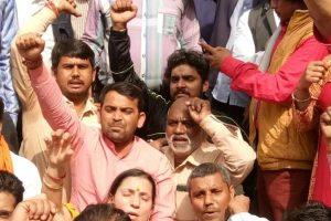 BJP protests outside Sisodia's residence, demands Kejriwal's resignation