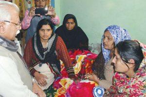 Khattar visits Kundu's village