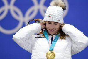 Ledecka takes Alpine skiing women's super-G in PyeongChang