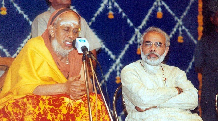 Jayendra Saraswathi with Narendra Modi