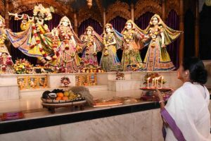 Mamata prays at ISKCON, assures help for world tourism circuit