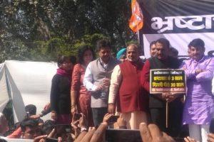 BJP protests against Kejriwal, says AAP pushed Delhi 30 years back