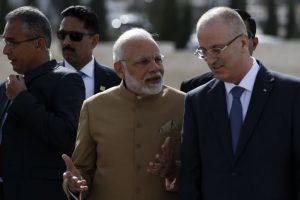 PM Modi arrives in Palestine, lays wreath at Yasser Arafat's mausoleum