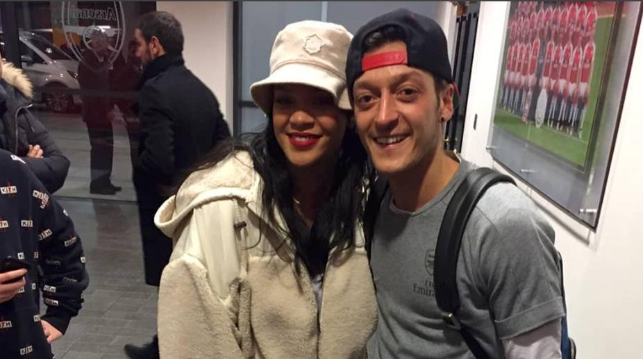 Rihanna, Mesut Ozil, Arsenal F.C., Premier League, Arsenal vs Everton