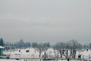 Heavy snowfall in Kashmir Valley as rain lashes Jammu