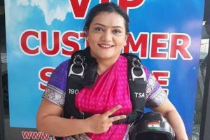 Pune girl sets new record after skydiving in a sari!
