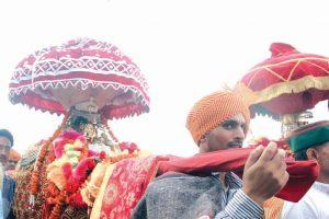 'Chhoti Kashi' turns godly