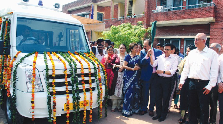"""UT Home Secretary, Shri Anurag Agarwal Flag off the Medical facility Bus on the occasion of """"World TB Day at ESI Dispensary Sector 29 Chandigarh on Thursday, March 22, 2018."""