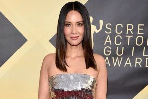 Olivia Munn denies dating Justin Theroux