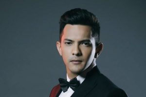 Singer Aditya Narayan held for ramming car into auto-rickshaw