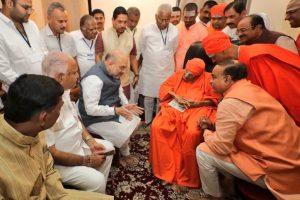 Amit Shah meets Karnataka's 110-year-old Lingayat seer