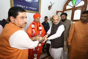 Blow to BJP as Murugha mutt backs minority status for Lingayats
