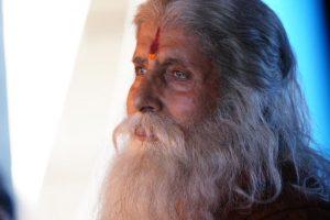 Amitabh Bachchan unveils his 'nirvana' look fromChiranjeevistarrer 'Sye Raa Narasimha Reddy'