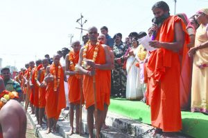 92 become 'Sanyasis' to give strength to Baba Ramdev in his movement