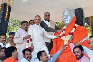 Stir over 'saffronising' Charan Singh's statue