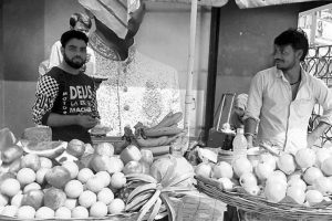 Sale of cut fruits remains unchecked in Kolkata streets
