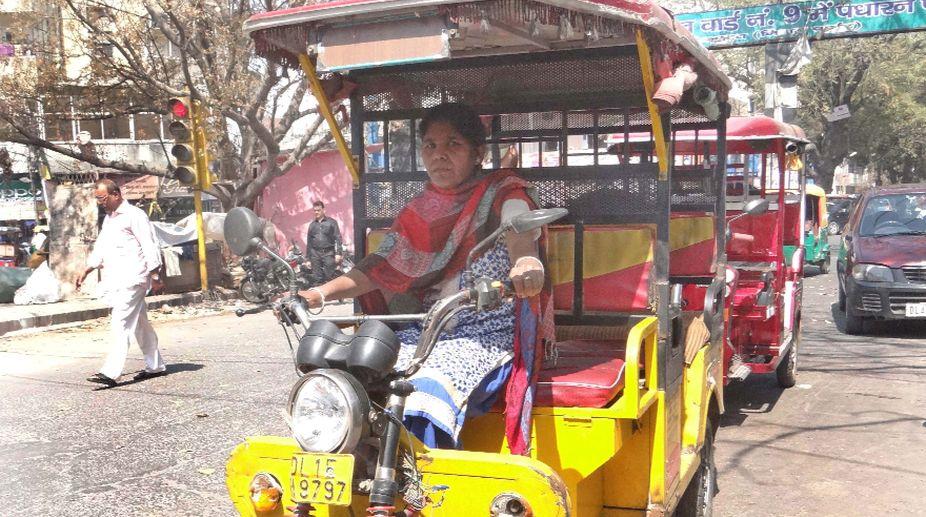 Rajni the sole woman e-rickshaw driver in the North Campus area. (Photo: SNS)
