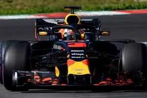 Australian GP: Daniel Ricciardo slapped with grid penalty