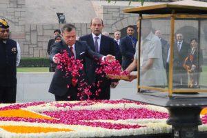 Jordanian King Abdullah pays homage to Mahatma Gandhi at Rajghat