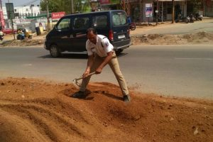 This traffic cop in Hyderabad is being praised for filling up potholes on Ugadi day