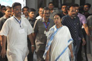 Federal front: Mamata meets Sharad Pawar, Kanimozhi in Delhi