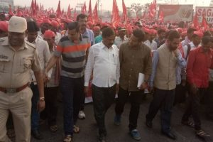 AAP, Shiv Sena, MNS extend support to farmers' march in Maharashtra