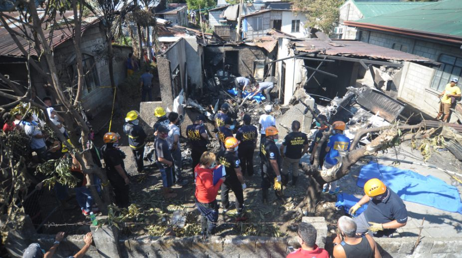 plane crash kills 10 in Philippines