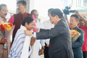 Mamata, Chamling bury the hatchet
