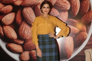 Handful of almonds daily help me stay fit: Sonali Bendre