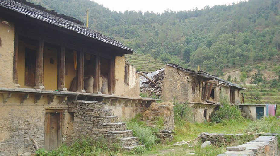 Damaged house in a migration hit village in Tehri. (Photo: SNS)