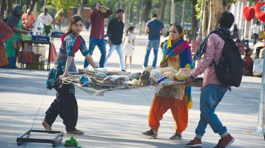 Street vendors, Municipal Corporation Chandigarh, civic authorities