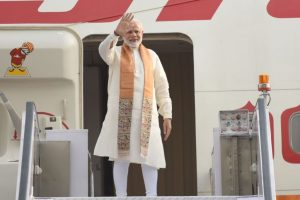 Modi in Wuhan, set for talks with Xi