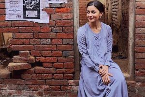 Candid mood of Alia Bhatt on sets of 'Raazi'