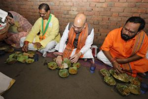 BJP chief Amit Shah eats at Dalit home in Odisha