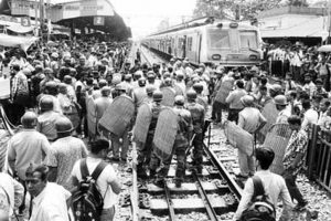 Train services on Sealdah-Barrackpore come to a halt due to non-interlocking work at Halisahar stn