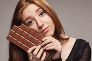 Eating dark chocolate cuts stress, boosts memory