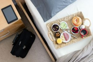 Ways to eat healthy while travelling