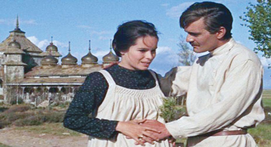 Geraldine Chaplin as Tonya and Sharif as Yuri in Dr Zhivago