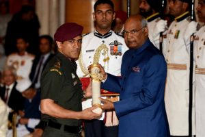 Dhoni thanks defence forces after receiving Padma Bhushan