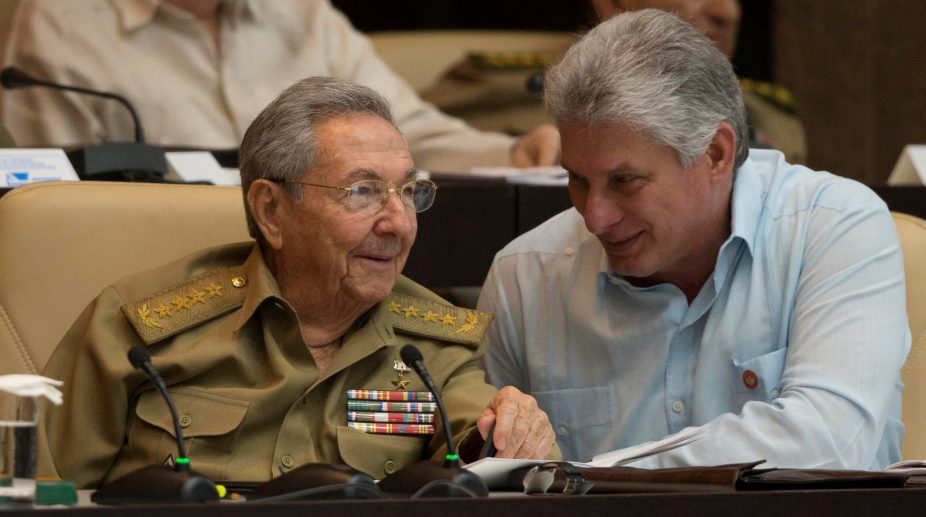 Raul Castro (L) talks with Miguel Diaz-Canel during the First Annual Session of the Cuban Parliament at the Convention Palace in Havana. (Photo: AFP )